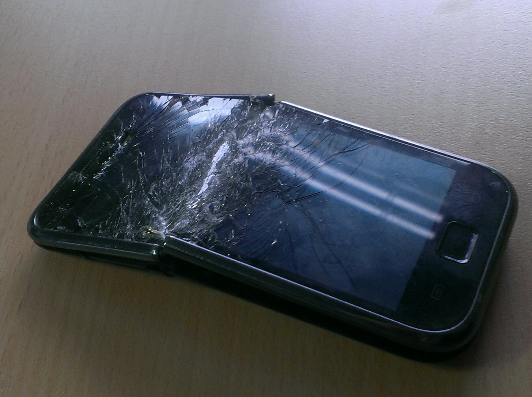 Galaxy_S1_broken_gebrochen